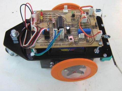 Robot y control remoto disponibles en la Sala de Ventas . De clic en ...